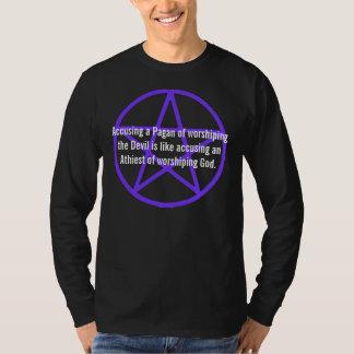 Acusando a un Pagan de adorar la camisa del diablo