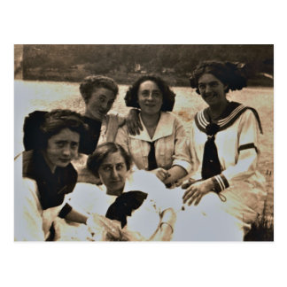 Addie Zarfos y amigos a lo largo del río Susquehan Postales