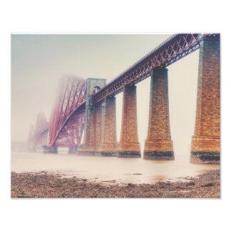 Adelante lluvia del puente fotografías