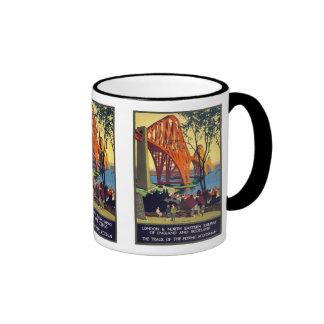 Adelante puente - arte del poster del viaje del vi tazas de café