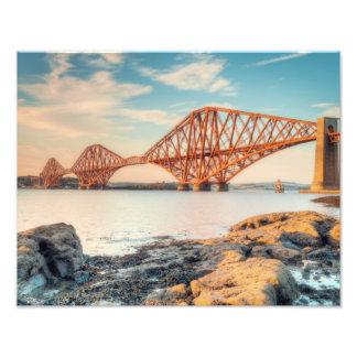 Adelante puente en la puesta del sol fotografías