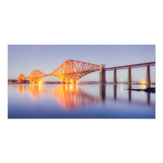 Adelante puesta del sol de oro del puente fotografía
