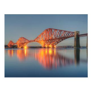Adelante puesta del sol del puente tarjeta postal