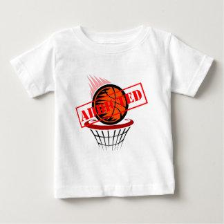 Adicto al baloncesto playera de bebé