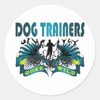 Adiestradores de perros idos salvajes pegatinas redondas