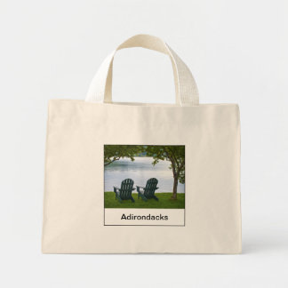 Adirondack vacío preside hacer frente a un lago en bolsa tela pequeña
