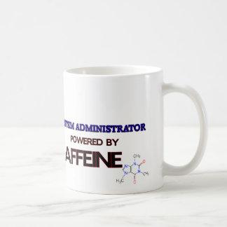 Administrador de sistema accionado por el cafeína taza