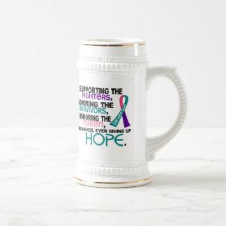 Admiración favorable honrando al cáncer de jarra de cerveza