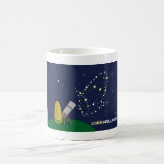 Admire el maíz endeble lindo de la constelación de taza de café