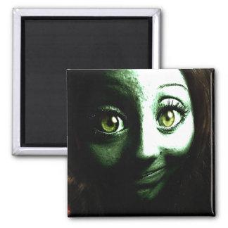 Adolescente del chica del zombi con los ojos GRAND Imán Cuadrado
