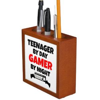 Adolescente por videojugador del día por noche portalápices