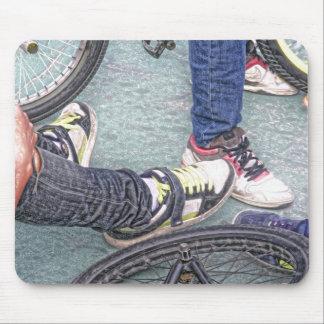 adolescentes y bicis alfombrilla de ratones