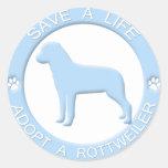 Adopte a los pegatinas de un Rottweiler Etiqueta Redonda