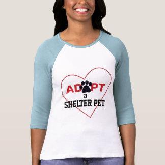 Adopte a un mascota del refugio camiseta