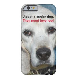 Adopte un perro mayor. ¡Necesitan amor también! Funda Barely There iPhone 6