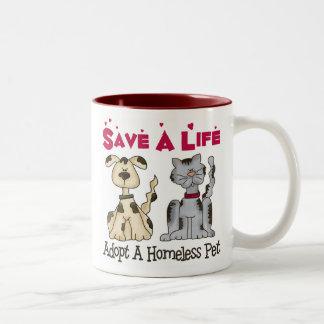 Adopte una taza sin hogar del mascota