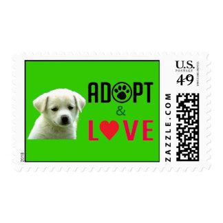 Adopte y ame el franqueo del perrito sello