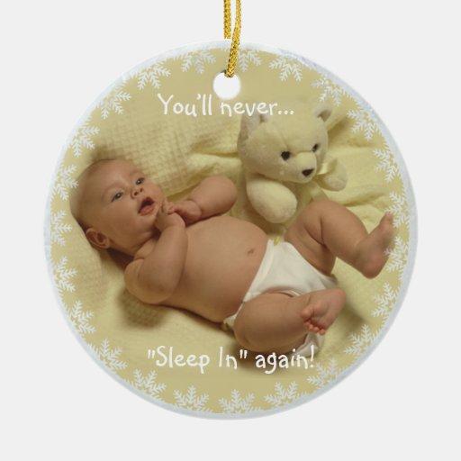 Adorable usted nunca dormirá en otra vez el adorno navideño redondo de cerámica