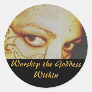 Adore a la diosa dentro pegatina redonda