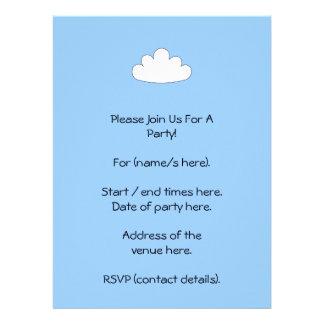 Adorno blanco de la nube En azul Invitacion Personalizada