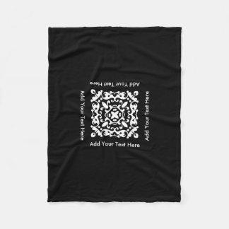 Adorno blanco y negro decorativo del texto de manta de forro polar