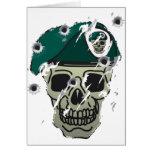 Adorno retro de los militares del cráneo y de la b tarjeta de felicitación