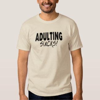 Adulting chupa, divertido remeras