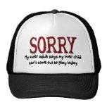 Adulto externo triste y niño interno gorras