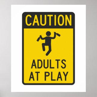 Adultos de la precaución en el juego póster