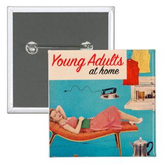 Adultos jovenes de los suburbios retros del kitsch pin