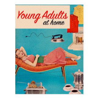 Adultos jovenes de los suburbios retros del kitsch postal