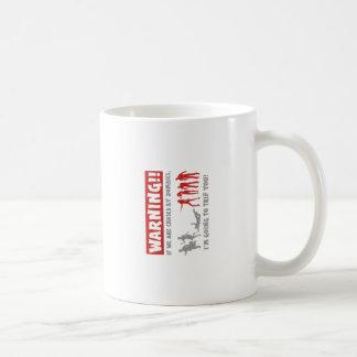 advertencia de la caza del zombi taza de café
