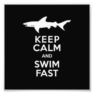 Advertencia divertida del tiburón - guarde la fotografia