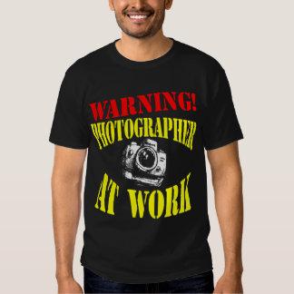 ¡ADVERTENCIA! Fotógrafo en el trabajo - camisetas Playeras