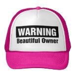 advertencia-hermoso-dueño-gorra