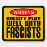 Advertencia: No juega bien con los fascistas Alfombrilla De Ratón