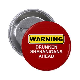 Advertencia: Shenanigans borrachos a continuación Pin Redondo De 2 Pulgadas