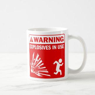 ¡Advertencia! Taza funcionando de los explosivos