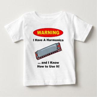 ¡Advertencia! Tengo una armónica… Playera De Bebé
