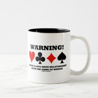 ¡Advertencia! Tengo una relación de amor y odio Taza De Dos Tonos