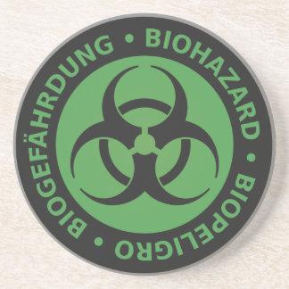 Advertencia trilingüe verde descolorada del posavaso para bebida