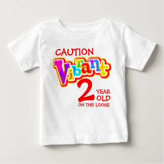 Advierta 2 vibrantes en la camiseta floja del niño playeras