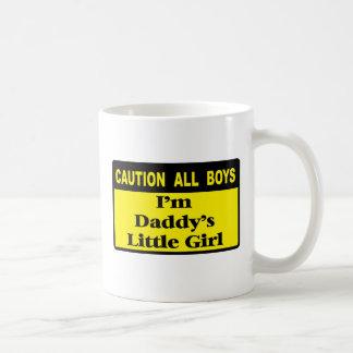 Advierta a todos los muchachos taza clásica