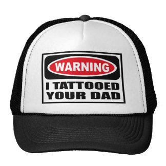 Advirtiendo TATUÉ SU gorra del PAPÁ