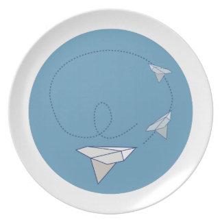 Aeroplano de papel platos