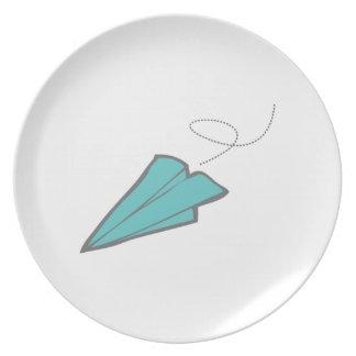 Aeroplano de papel plato