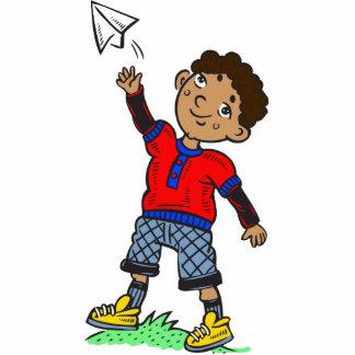 Aeroplano de papel que vuela del muchacho esculturas fotograficas