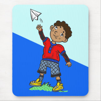 Aeroplano de papel que vuela del muchacho mouse pads