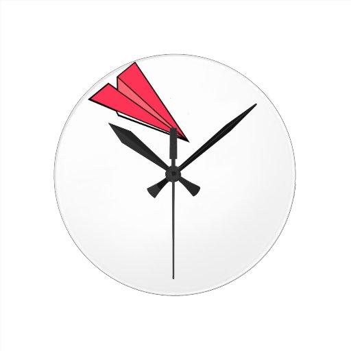 Aeroplano de papel rojo reloj redondo mediano