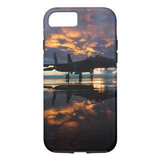 Aeroplano del avión de combate en los regalos de funda iPhone 7